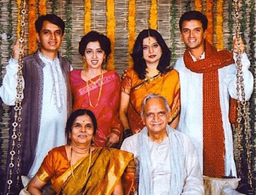 Rahul-Dravid-with-family