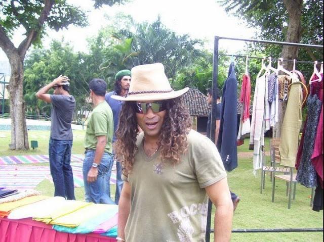 Sachin Tendulkar With Wig