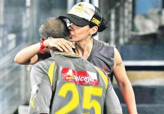 Shikhar Dhawan wife kiss