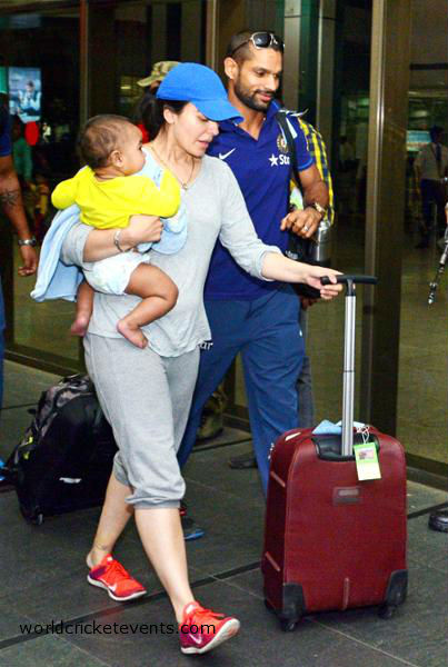Shikhar-Dhawan-with-his-wife-and-son
