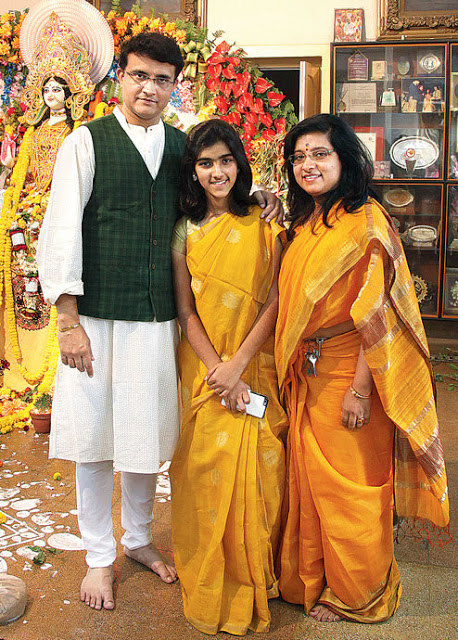 Sourav Ganguly Images with wife3