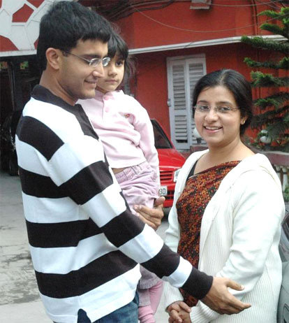 Sourav Ganguly Images with wife4