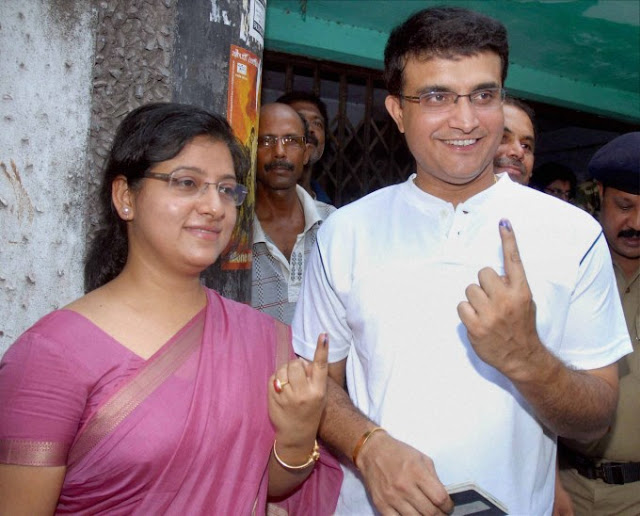 Sourav Ganguly Images with wife5