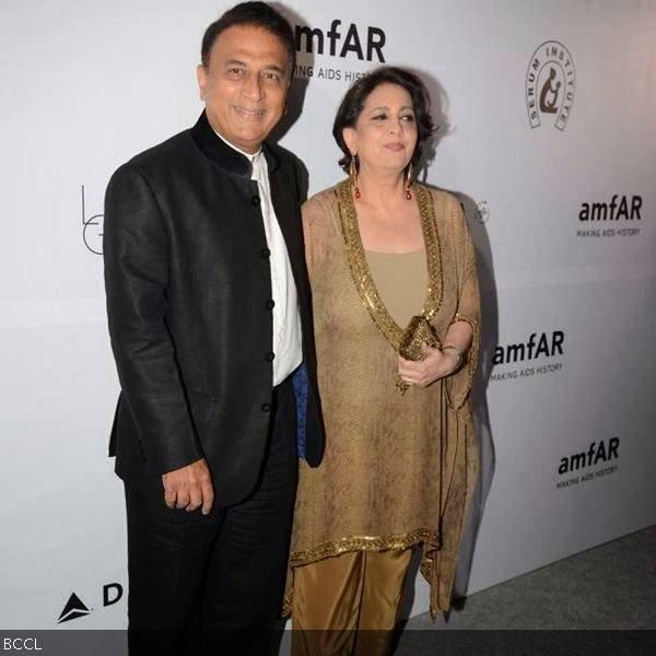 Sunil-Gavaskar-with-his-wife-Marshneil1