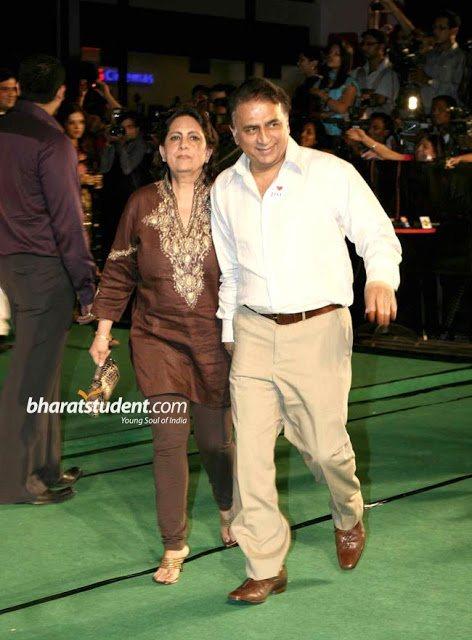 Sunil-Gavaskar-with-his-wife-Marshneil5