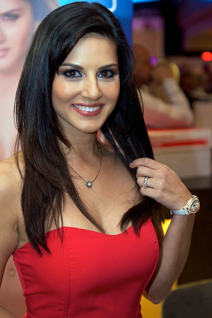 Sunny Leone Age, Weight, Height, Affairs , जीवनी और गुप्त बाते  In Hindi 1